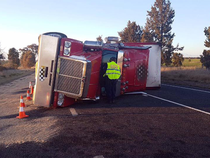 NSW Truck Roll Over1