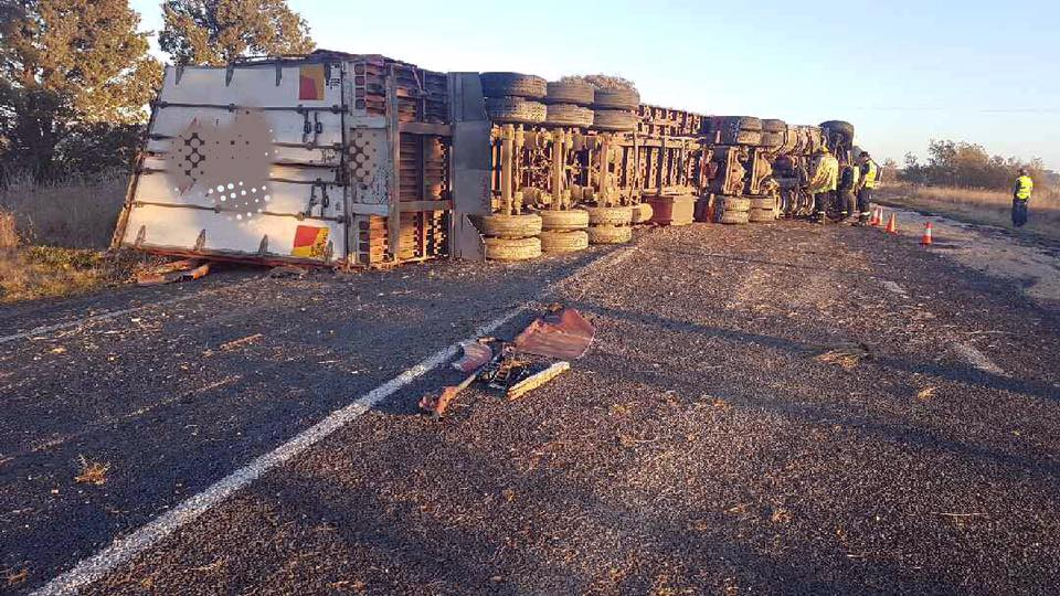 NSW Truck Roll Over3